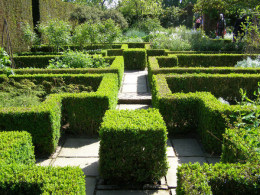 Sissinghurst Castle and Garden - Cranbrook Kent click to go to site.