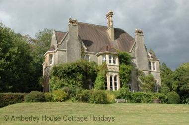 Blog Thumbnail - Large Holiday Homes make a Great Group Getaway