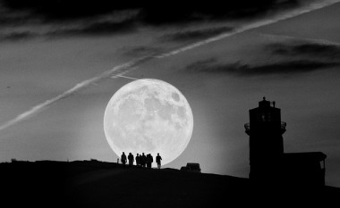 Blog Thumbnail - Supermoon visible from Sussex