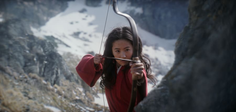 Mulan aiming a bow in Mulan 2020