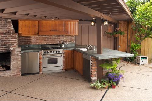 Follow these tips to help build professional quality outdoor kitchens that can survive a harsh winter climate.