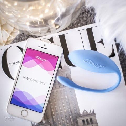 Ismerd meg a We-Vibe Jive okos vibrotojást, amely okostelefonról irányítható, a világon bárhonnan! ???? Töltsd le hozzá a We-Connect alkalmazást és élvezd az egyedi rezgésritmusokat! ???? https://amina.hu/go/ien0do? ? #amina #szexshop #sexshop #aminasecrets #mobilephone #wevibe #Jive #vibrotojas #newspaper #weconnect #rezges #vibrator #sextoy #sex #clever #toy #vibration #kek #blue