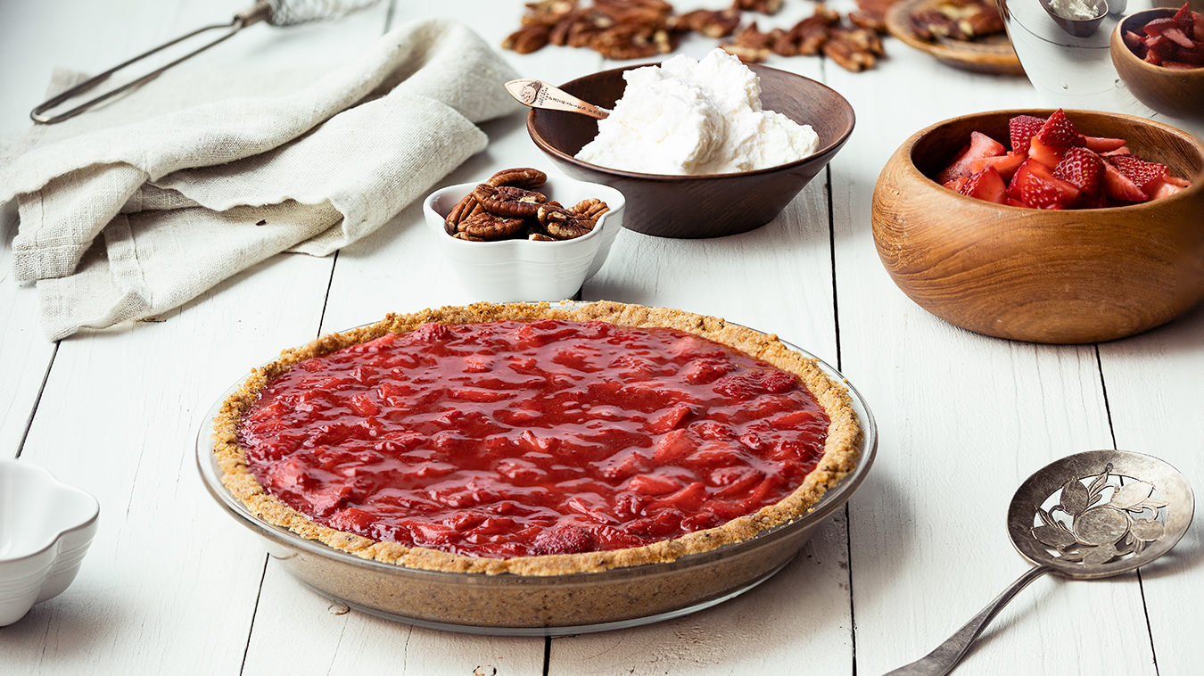 Amoretti Recipe: Strawberry Pie with Pecan Crust