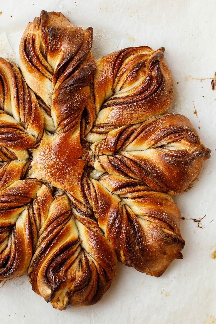 Amoretti Recipe: Chocolate Hazelnut Star Bread
