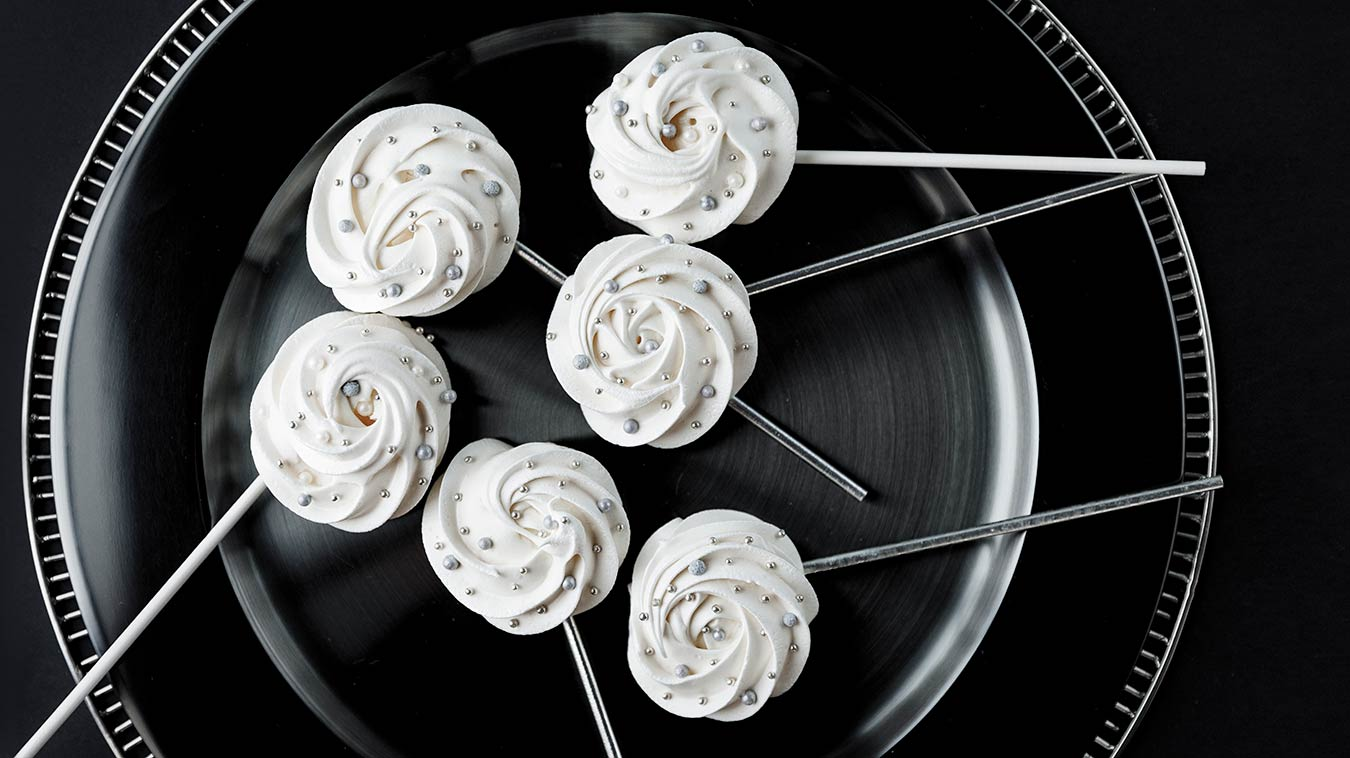 Amoretti Recipe: Wintry Meringue Pops