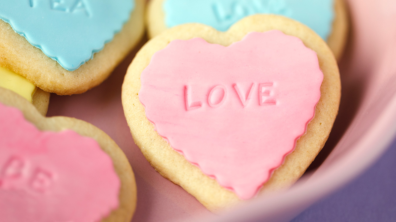 Amoretti Recipe: Conversation Heart Cookies