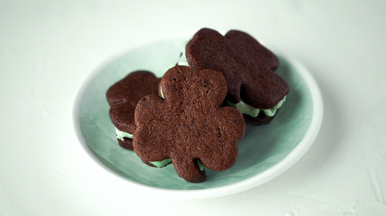 Amoretti Recipe: Mint Chocolate Sandwich Cookies