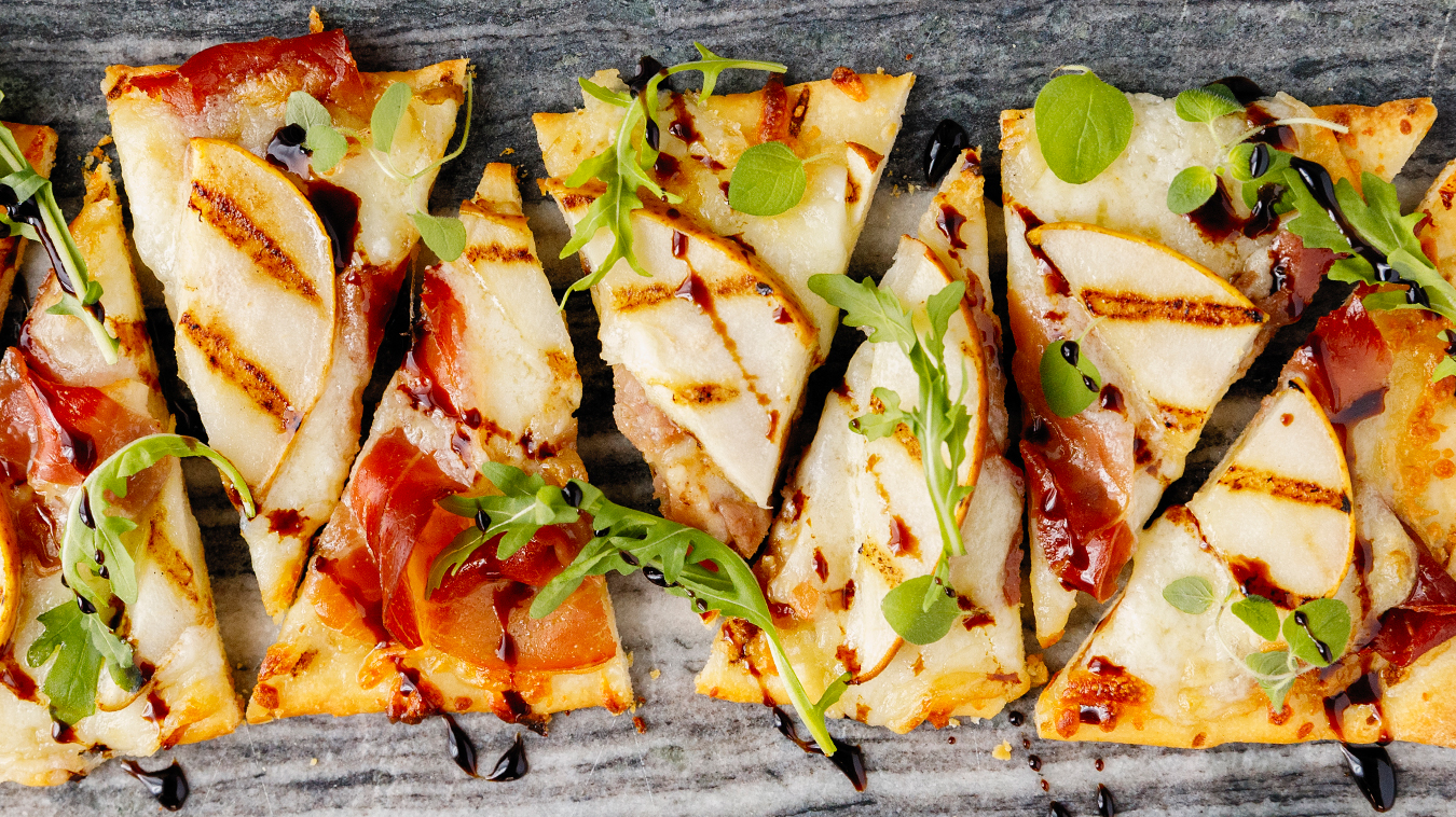 Amoretti Recipe: Grilled Pear & Prosciutto Flatbread