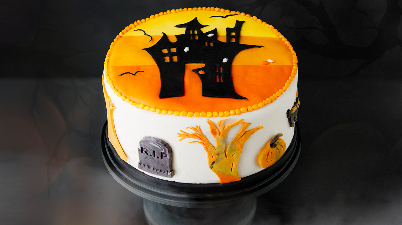 Amoretti Recipe: Halloween Cake - Chocolate Cake with Pumpkin Spice Buttercream