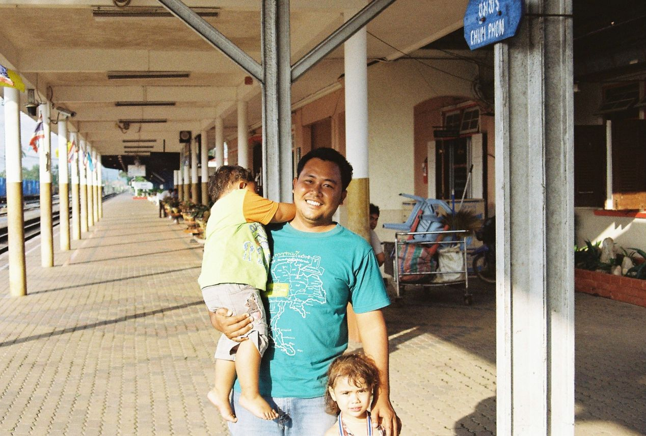 A nice guy with his kids at Chumphon Railway Station. Shot with Yashica FX3 Super 2000 on Kodak Color Plus 200.