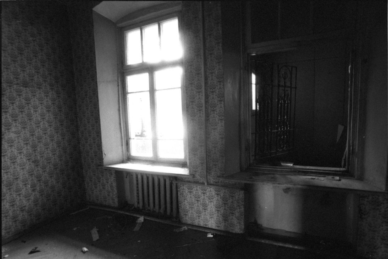 I often go to explore abandoned buildings. Even then, I still look for passages leading outside.