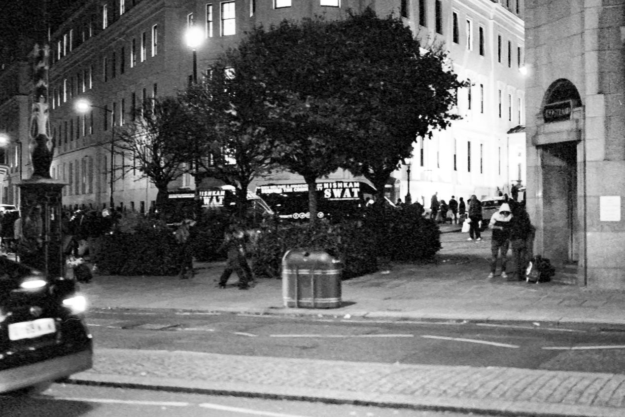 Food Station on the Strand, at the back of the St. Martin-in-the-Fields church, late in the Autumn of 2020 (Kodak T-Max 3200 exposed at box speed).
