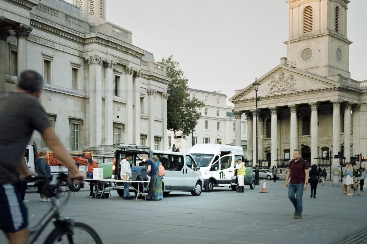 Setting up food stations, the National Gallery on the left, the St. Martin-in-the-Fields church at the back (Svema Color 125).