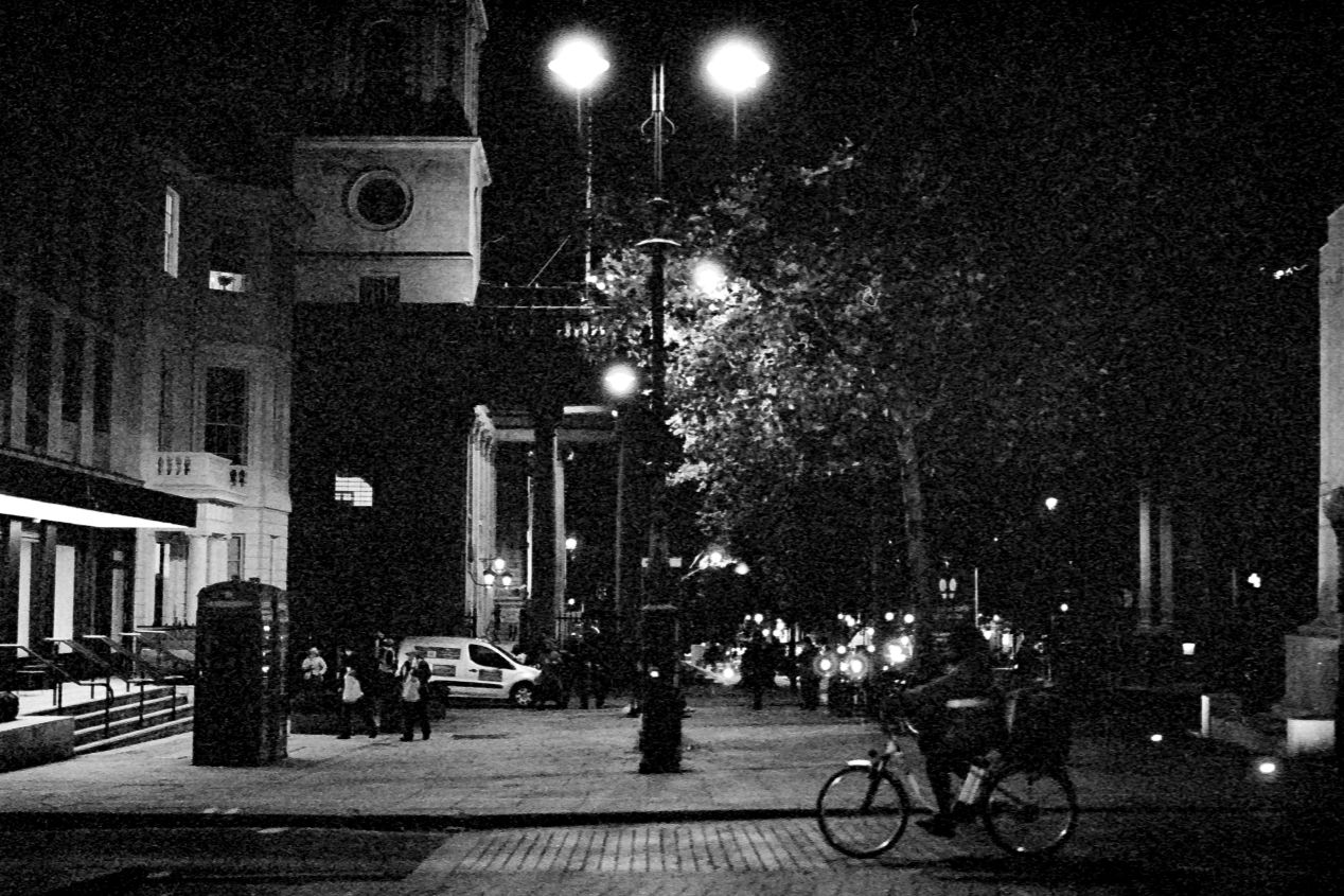 A food station next to the St. Martin-in-the-Fields church, Trafalgar Square, Autumn 2020 (Kodak T-Max 3200, pulled to ISO 800).