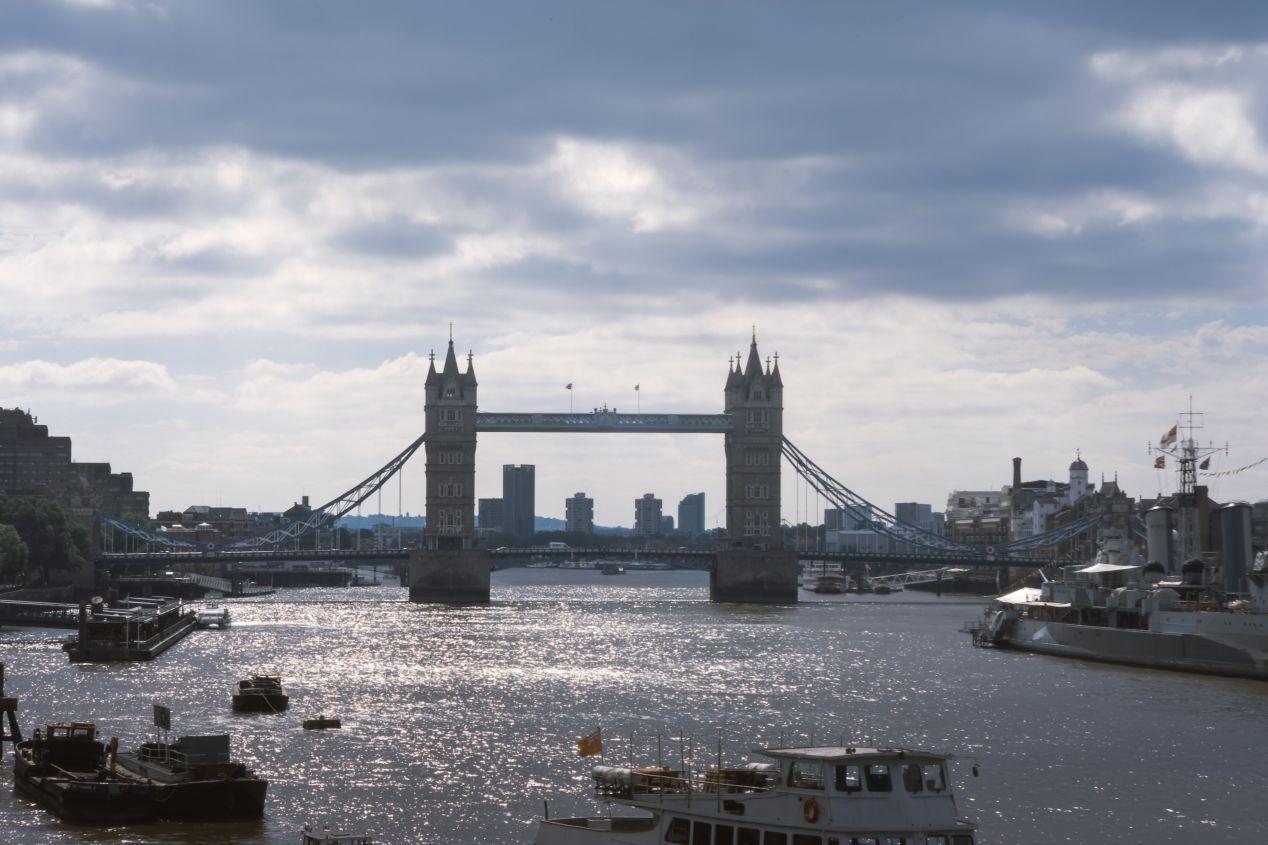 Tower Bridge. 180/5.6 Fujinon.