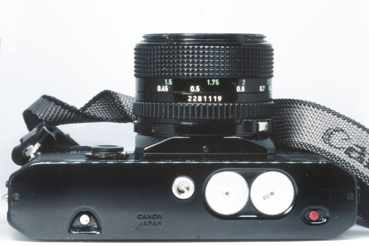 Dual battery compartments and no provision for a motor drive.  Photograph taken with a Nikon F5 and a Macro Tokina AF 100 mm f./2.8 lens on Fujichrome Provia 100F.