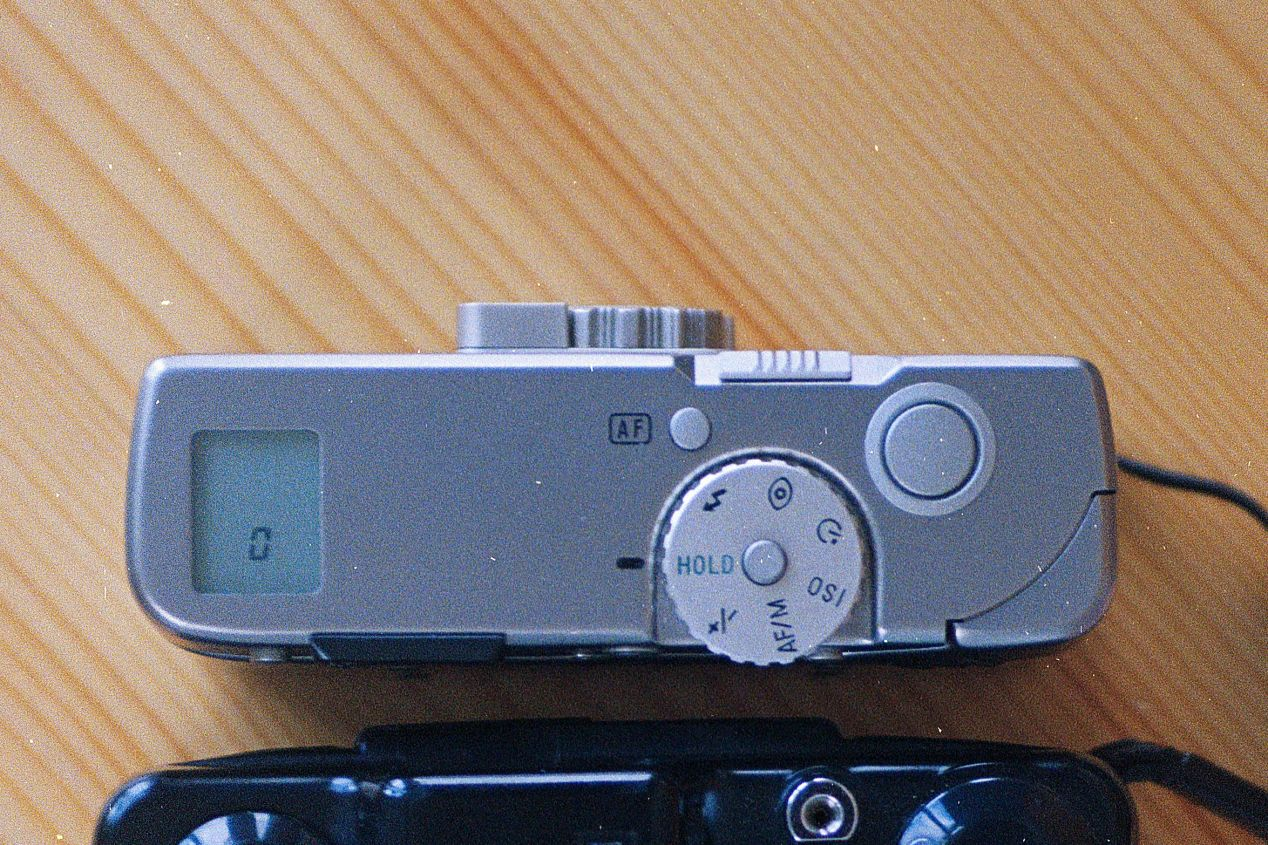 Minolta TC-1 controls, left to right: LCD, dial, autofocus reset, toggle, shutter release.