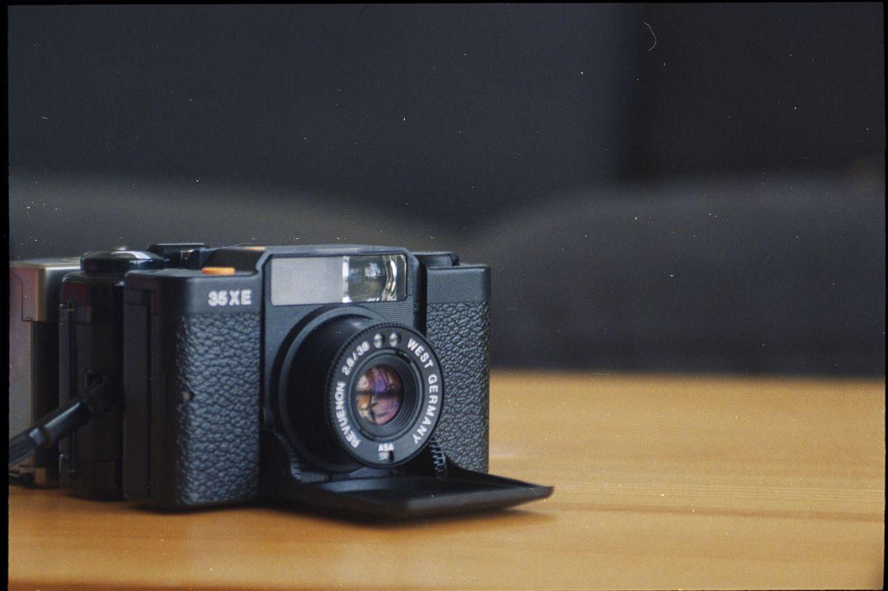 Revue 35XE a.k.a. Voigtländer Vito C a.k.a. Blada CA35 — same camera, different names.