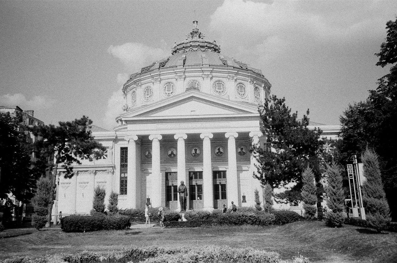 Romanian Athenaeum, Bucharest, Romania. Lomography Lady Grey 400.