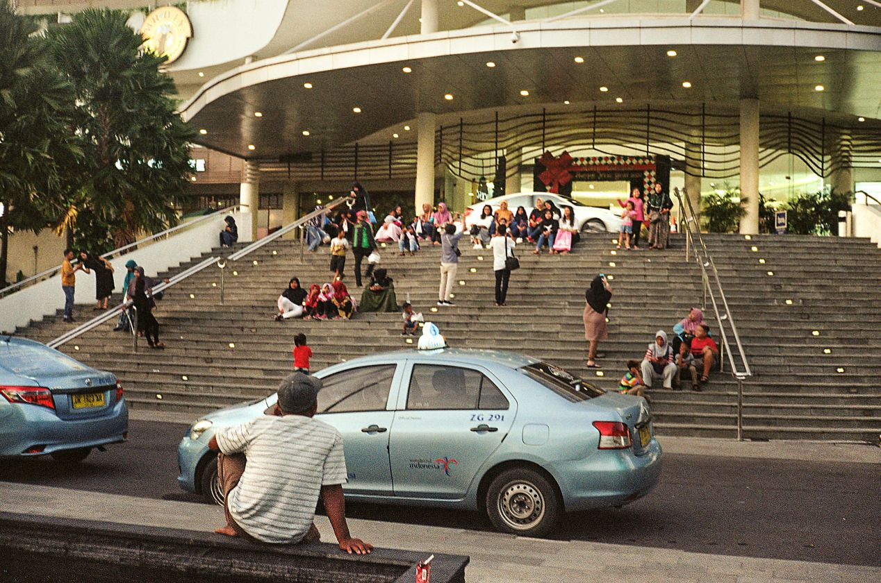A usual afternoon near the biggest shopping complex in Kota Mataram: Lombok Epicentrum Mall. Captured on Kodak ColorPlus 200.