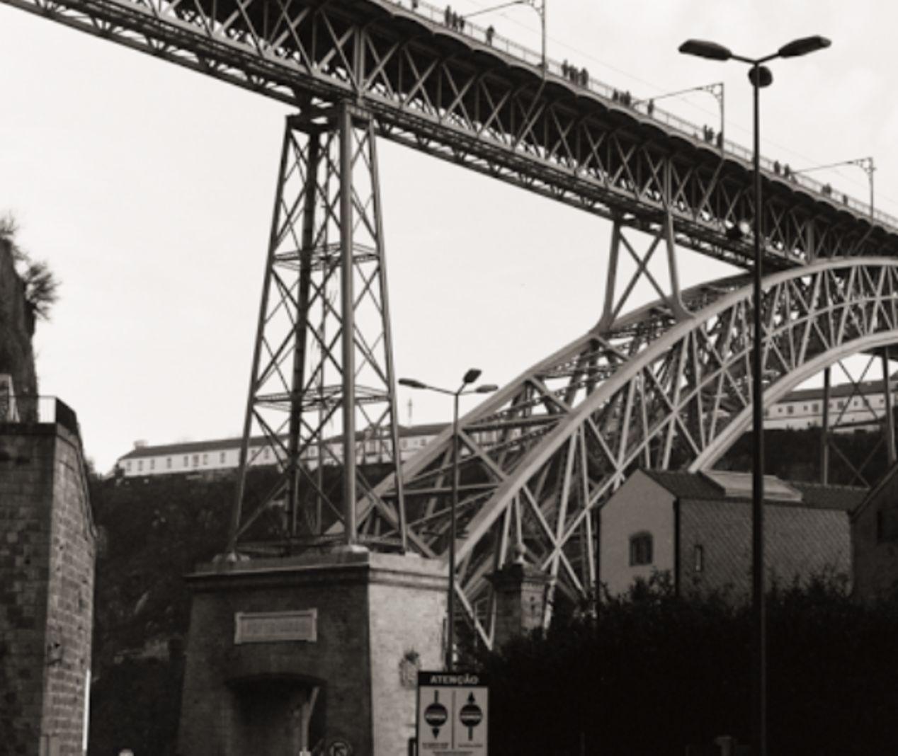 Ponte D. Luís I. Olympus OM-10, 50mm.