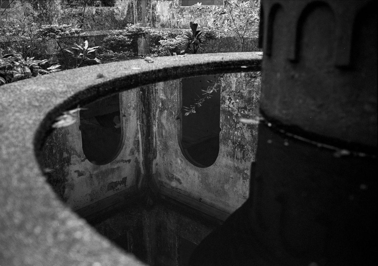 Upside Down. Silberra Pan 200, Leica M6 TTL.
