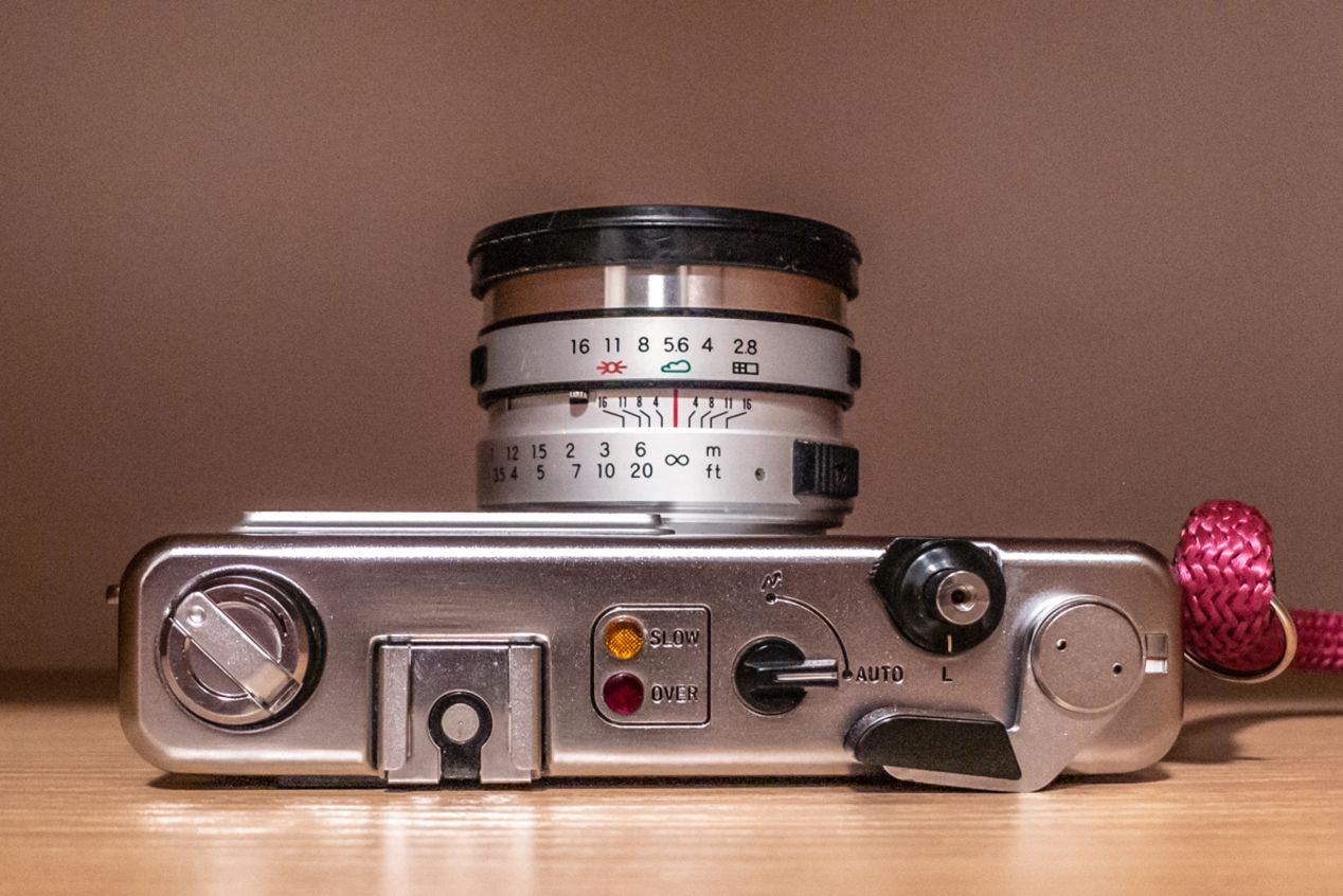 Yashica MG-1: top view.