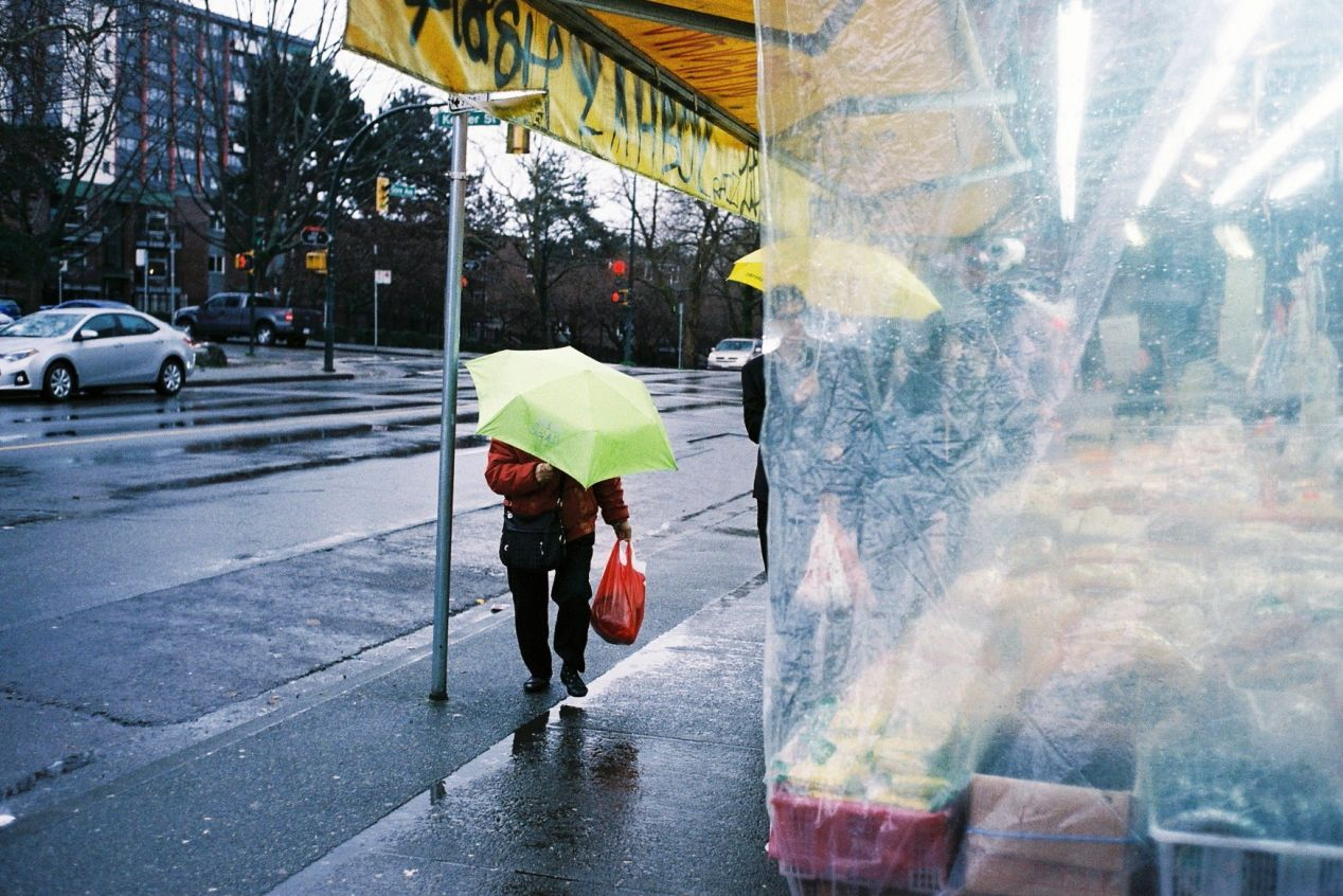 Raincouver, Chinatown Vancouver, Leica M2, 35mm Summicron III, Superia 400.
