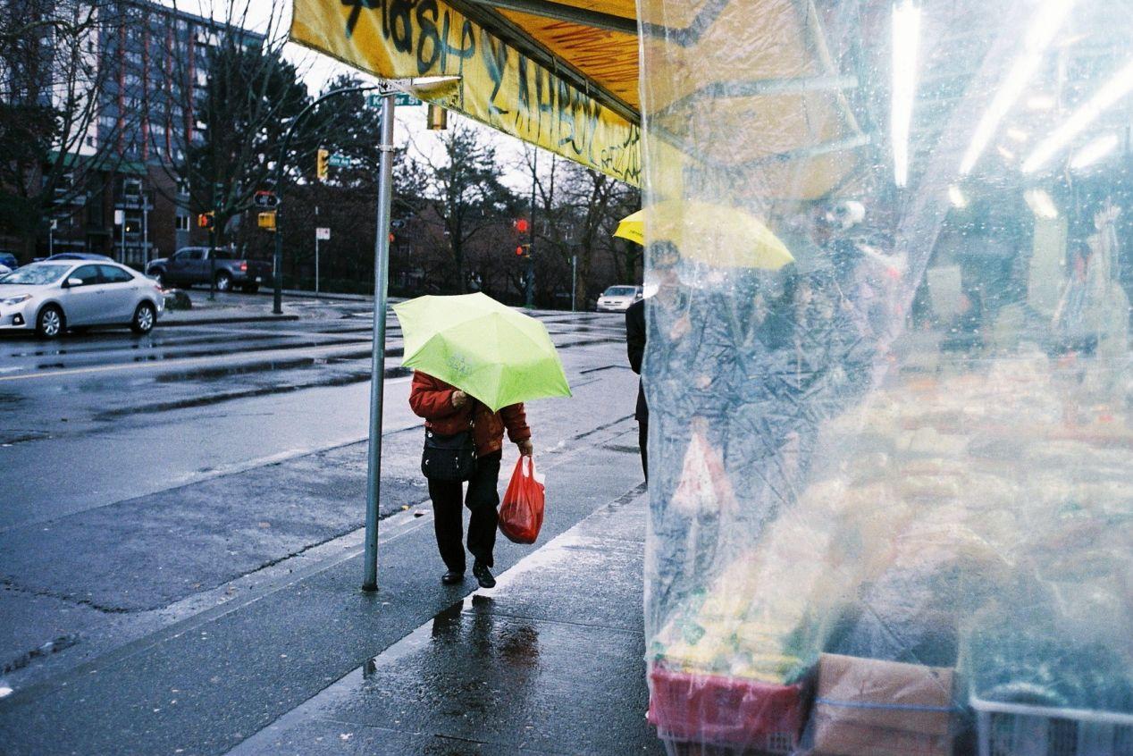 Raincouver, Chinatown Vancouver, Leica M2, 35mm Summicron III, Superia 400.
