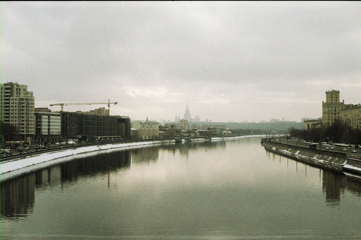 A winter's day in Moscow. Shot on Lomography's brand-new Lomochrome Metropolis at ISO 400.