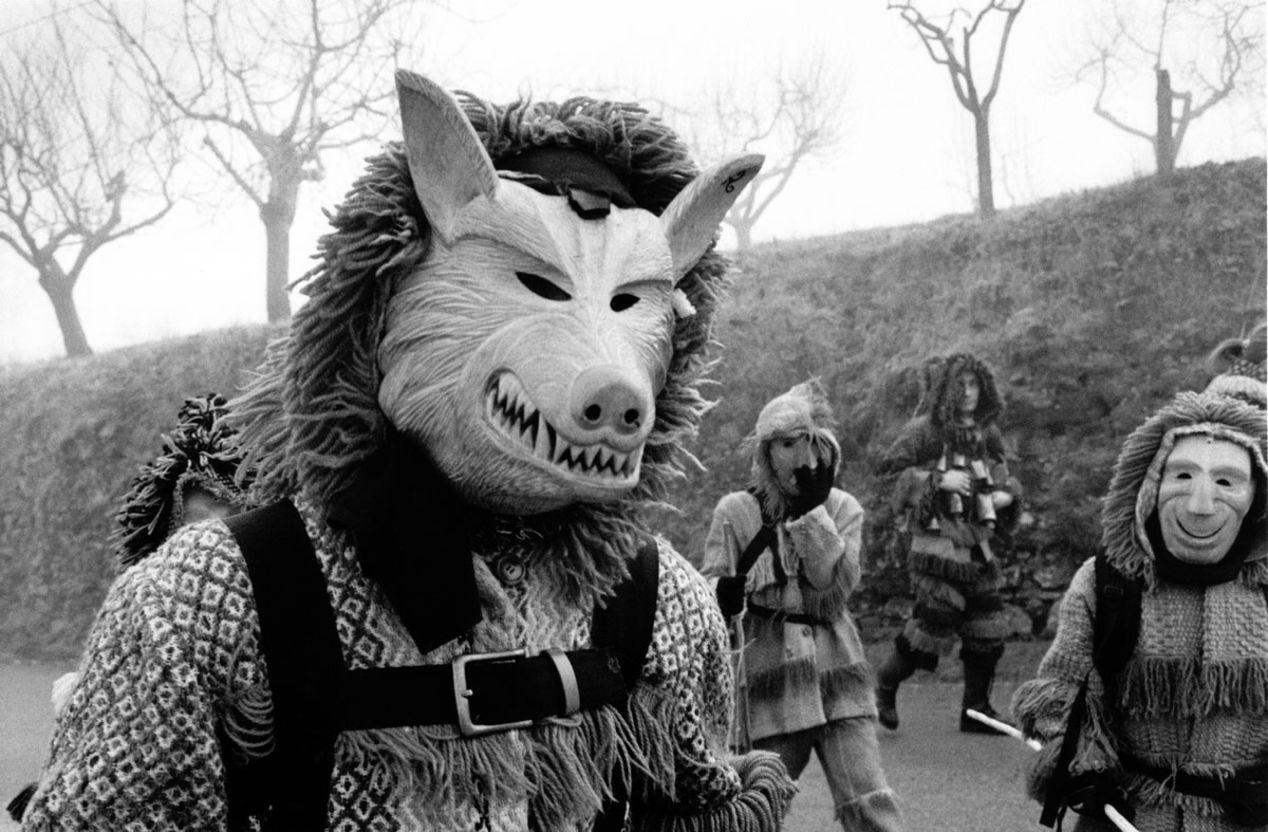 """Ousilhão, Vinhais. A """"máscaro"""" disguised as a wolf.  Leica R5, Elmarit 35 mm, Kodak Tri-X"""