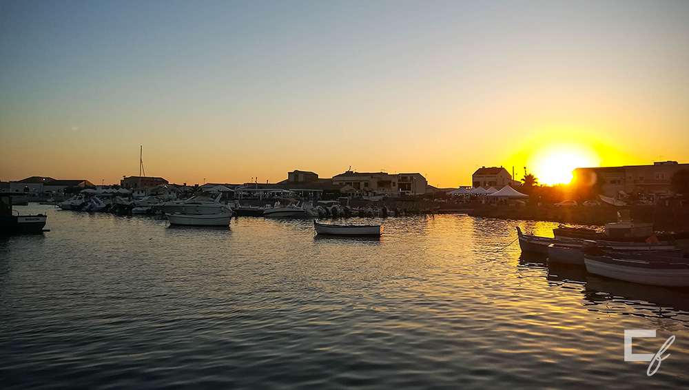 sunset harbor marzamemi