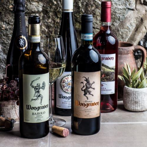Wongraven viinipulloja ja lasi