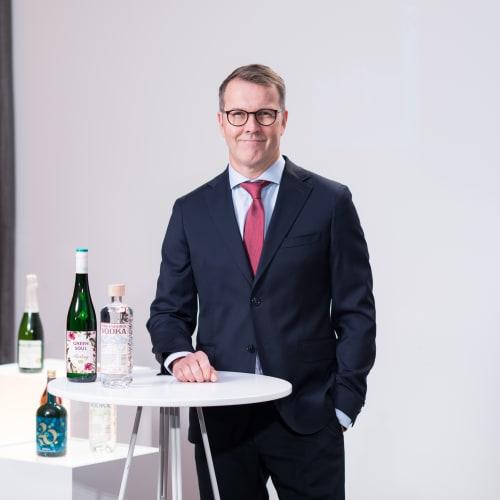 Pekka Tennilä yhdistymisen tiedotustilaisuudessa 2020