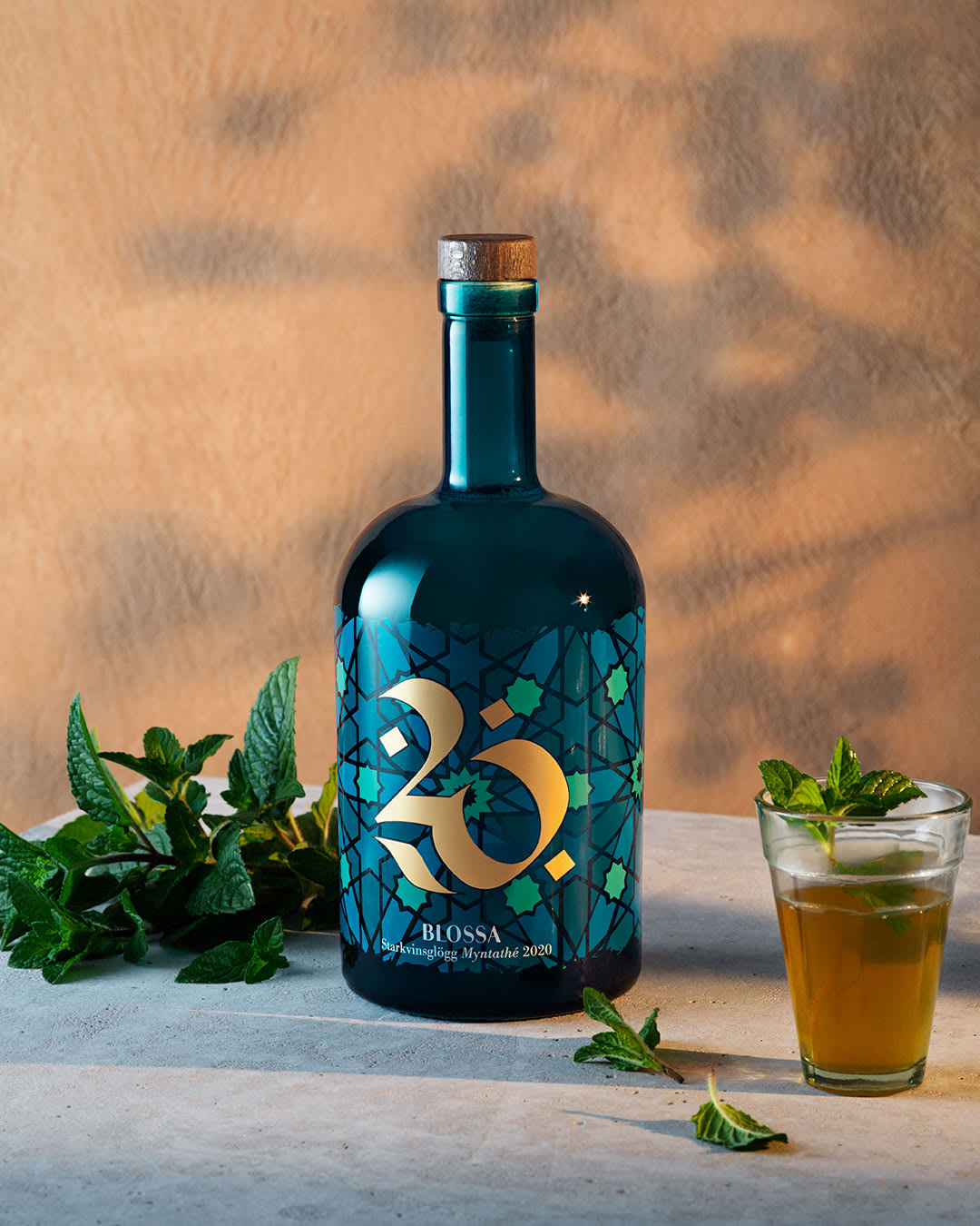 Blossa myntathe 2020 bottle and drink
