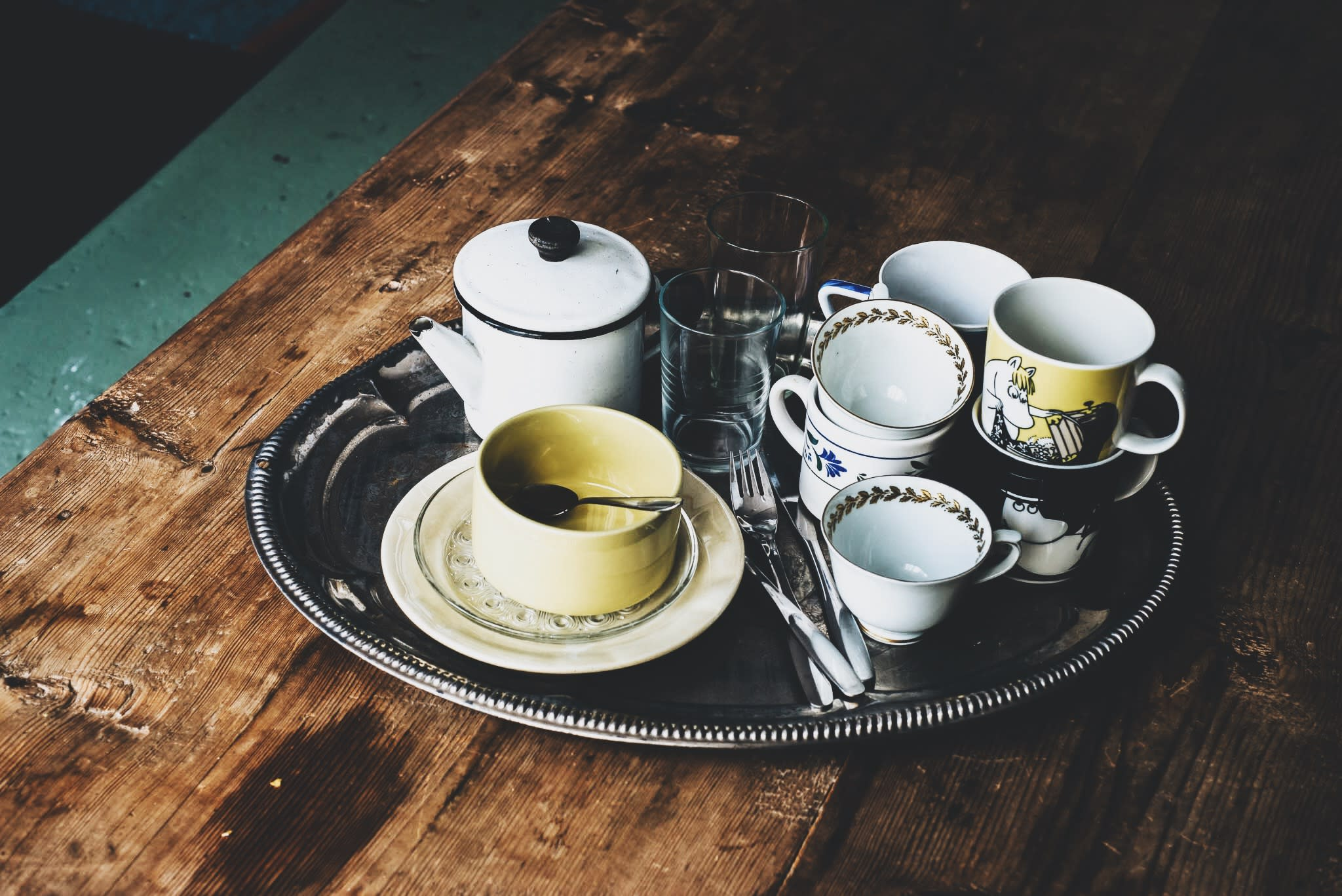 Empty coffee cups on a tray