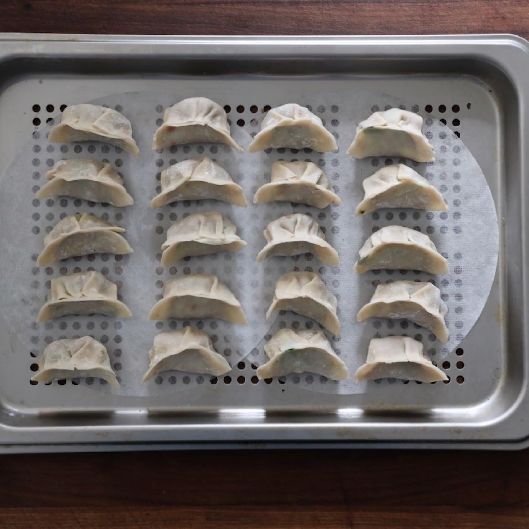 Arrange dumplings on tray