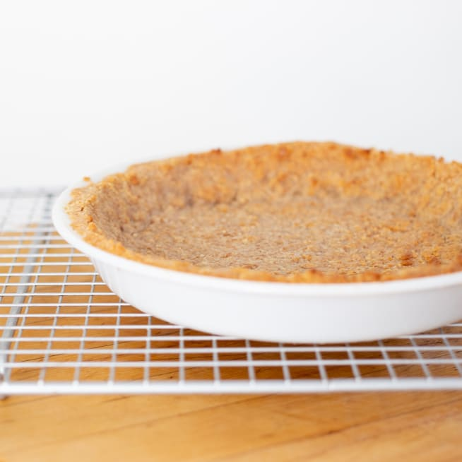 Remove crust to cooling rack