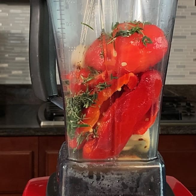 Assemble red pepper sauce.