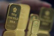 Harga Emas Turun Hari Ini, Saatnya Beli?