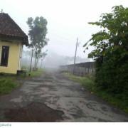 Kalau sore/malam hujan deras...biasanya keesokan paginya berkabut.Godean di pagi hari
