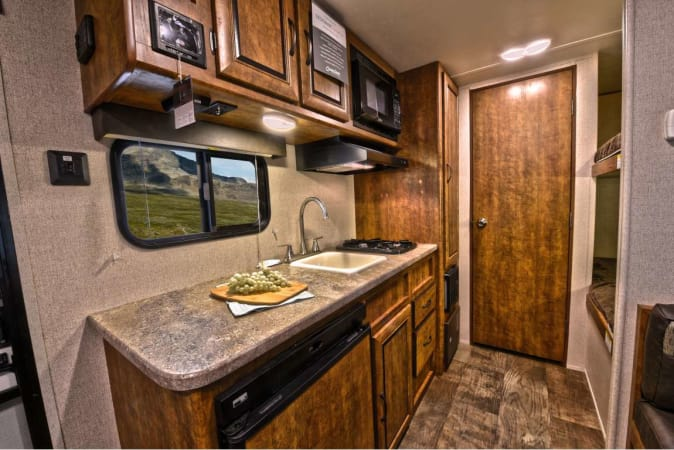 2019 Zinger Lite ZR18BH 18' in Kent, WA : Interior Kitchen and bunks