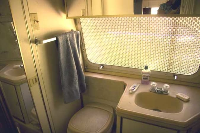 1973 Airstream Safari 23' in Phoenix, AZ : Safari Full Bath