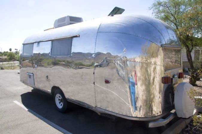 1959 Airstream Trade Wind 24' in Phoenix, AZ : Great shine on the Tradewind
