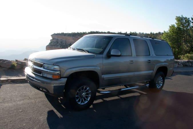 2004 Chevy Suburban 10' in Phoenix, AZ : Front Left 2001 Suburban