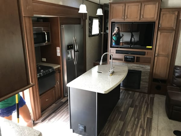 2015 Open Range Roamer 40' in Hutto, TX : Roamer Kitchen