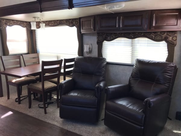 2015 Keystone Cougar 35' in Hutto, TX : Cougar 1