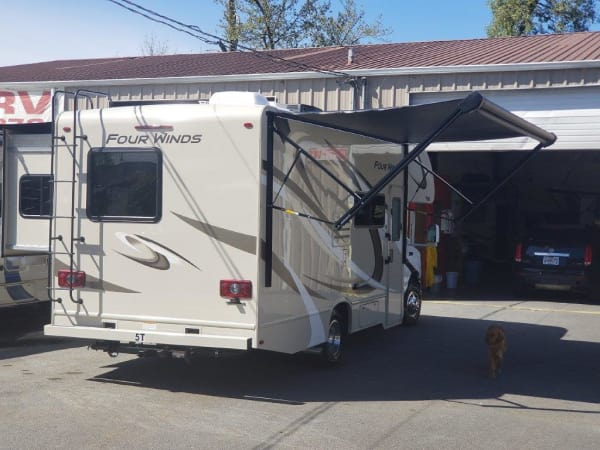 2019 Thor FourWinds 22B 22' in Portland, OR : 2019 Thor FourWinds 22 B automatic awning