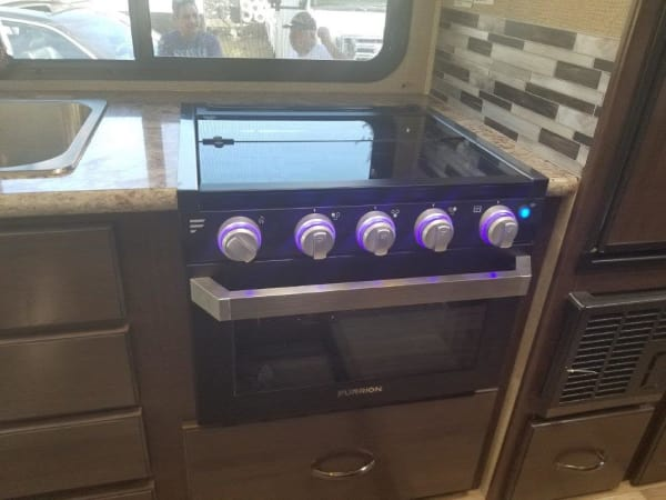 2019 Thor FourWinds 22B 22' in Portland, OR : 2019 Thor FourWinds 22 B glass covered propane range top