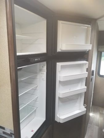 2019 Thor FourWinds 22B 22' in Portland, OR : 2019 Thor FourWinds 22 B 2 door refrigerator/freezer